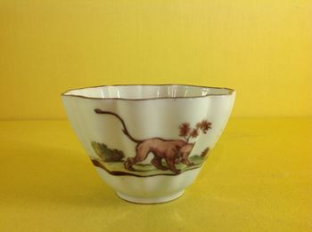 A fine Chelsea small tea bowl