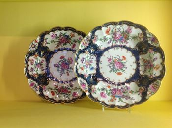 A pair of Worcester junket dishes
