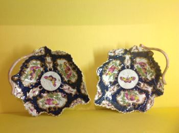 A pair of Worcester leaf shaped dishes