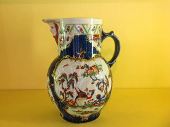 A Worcester 'cabbage leaf' jug