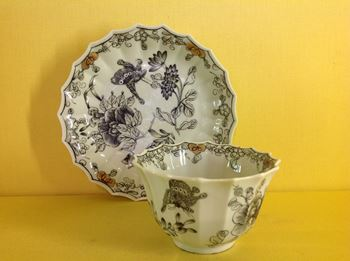 A fine Worcester pencilled tea bowl and saucer