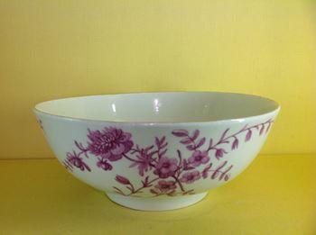 A fine Worcester round bowl
