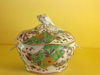 A Worcester sauce tureen and cover
