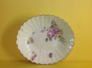 A Chelsea fluted oval dish