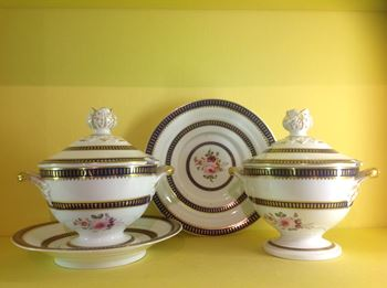 A pair of Bloor Derby sauce tureens, covers and stands