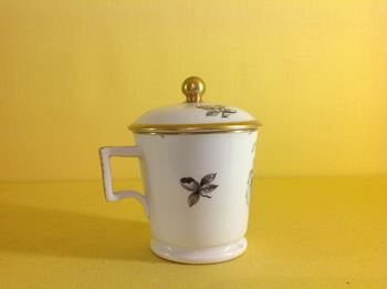 A Spode custard cup and cover