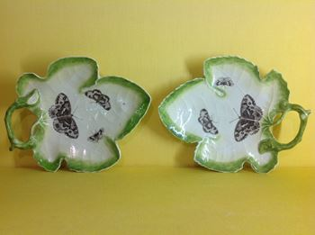 A good pair of Worcester leaf shaped dishes