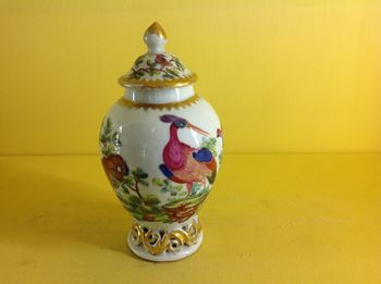 A London decorated Chinese tea canister and cover
