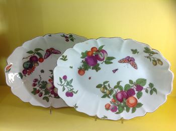 A pair of Chelsea large oval dishes
