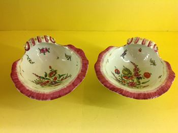 A fine pair of Worcester shell shaped dishes