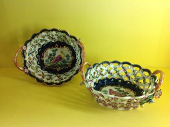 A fine pair of Worcester baskets