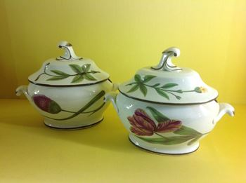 A pair of pearlware sauce tureens and covers