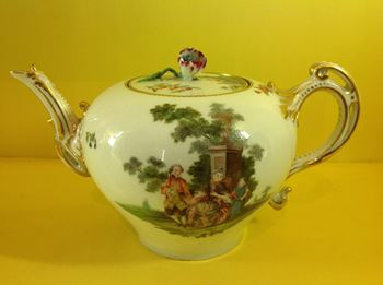 A Chelsea teapot and cover