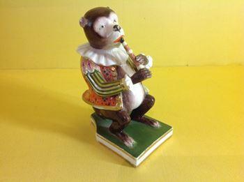 A Derby monkey musician