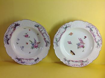 A pair of Chelsea 'Warren Hastings' plates