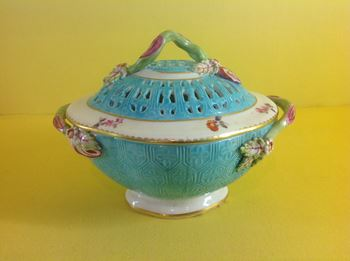 A Derby small pot pourri bowl and cover