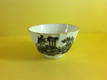 A Worcester printed tea bowl