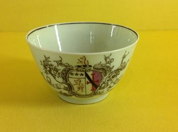 An extremely rare Worcester tea bowl