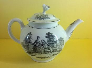 A rare Worcester teapot and cover