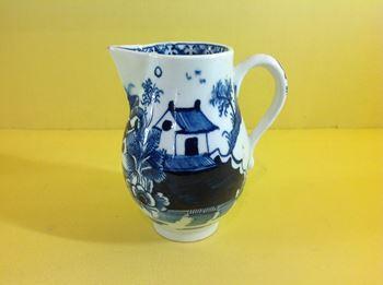 A Lowestoft milk jug
