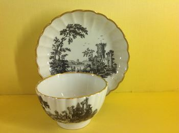 A Worcester tea bowl and saucer