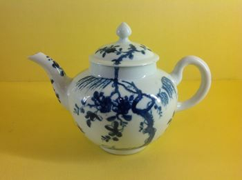 A very rare Worcester small teapot and cover