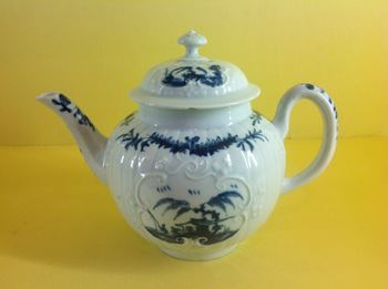 A rare Worcester small teapot and cover