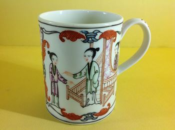 An unusual Worcester small mug