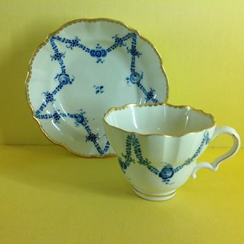 A Caughley tea cup and saucer