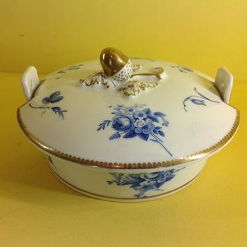 A rare Chamberlain's Worcester butter tub and cover