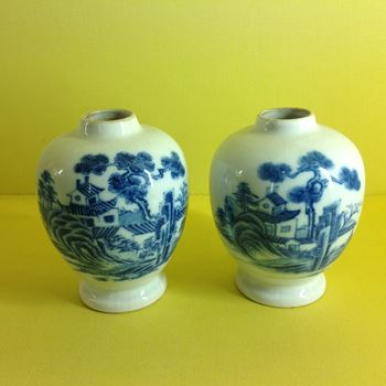 Two Chinese 'soft paste' tea canisters