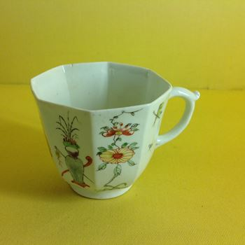 A Worcester octagonal coffee cup