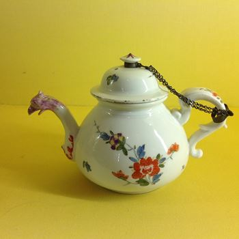 An early Meissen teapot and cover