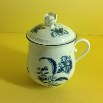 An extremely rare Worcester custard cup and cover
