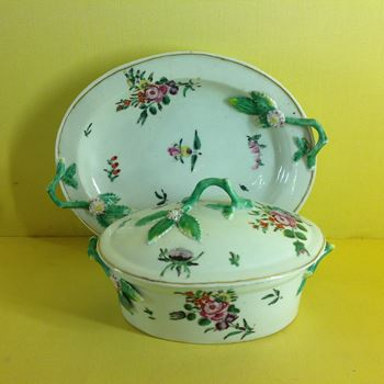A Worcester oval butter tub, cover and stand