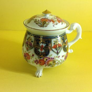 A Meissen cream pot and cover