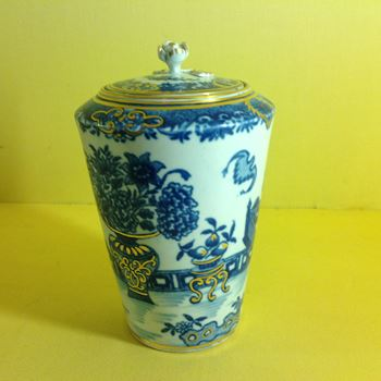A rare Worcester tea canister and cover