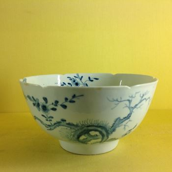 A Worcester round bowl