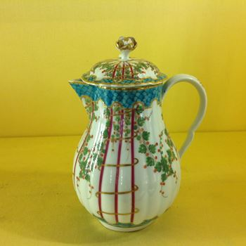 A Worcester baluster shaped milk jug and cover