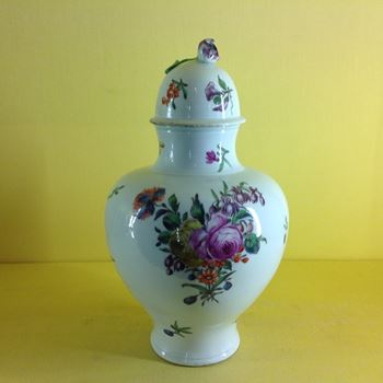 A fine Worcester vase and cover