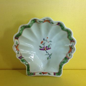 A rare Worcester large shell shaped pickle dish