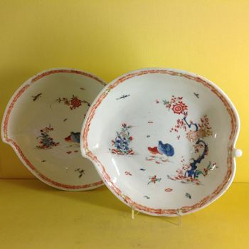 A pair of Bow peach shaped dishes