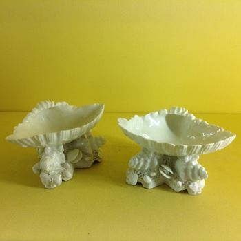 A pair of Bow shell shaped salts