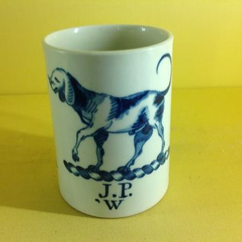 An important unrecorded Worcester mug