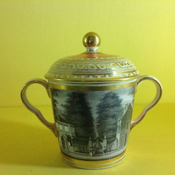 A Chamberlain's Worcester chocolate cup and cover