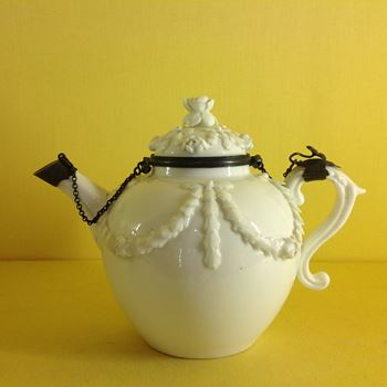A rare Mennecy  teapot and cover