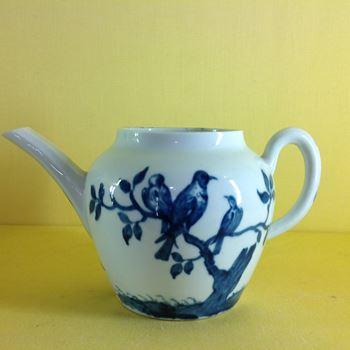 A rare Worcester teapot