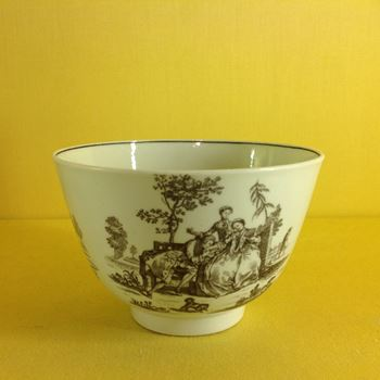 A Worcester round sugar bowl