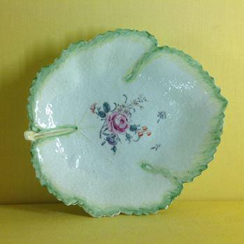 A Worcester fig leaf shaped dish