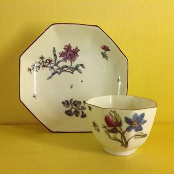 A Chelsea octagonal tea bowl and saucer